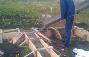 Заливка бетонного раствора