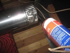 Нанесение термостойкого герметика на дымоход