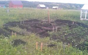 Срезаем верхний плодородный слой почвы