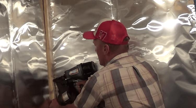 Крепление рейки в углу помещения