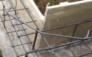 На стыках монтируется дополнительная усиливающая арматура