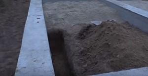 Траншея для канализационной трубы
