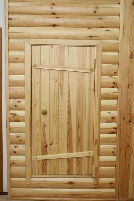 Все же самыми оптимальными для бани являются деревянные двери