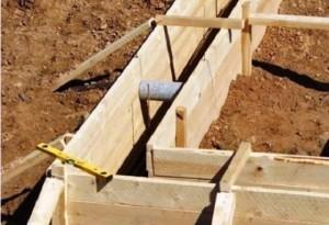 На фото бота опалубки с перемычками и установленными подпорками
