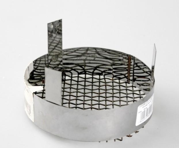 Сетка на торце дымоходной трубы - просто, но недостаточно эффективно