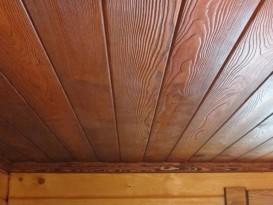 Аккуратная поверхность настильного потолка