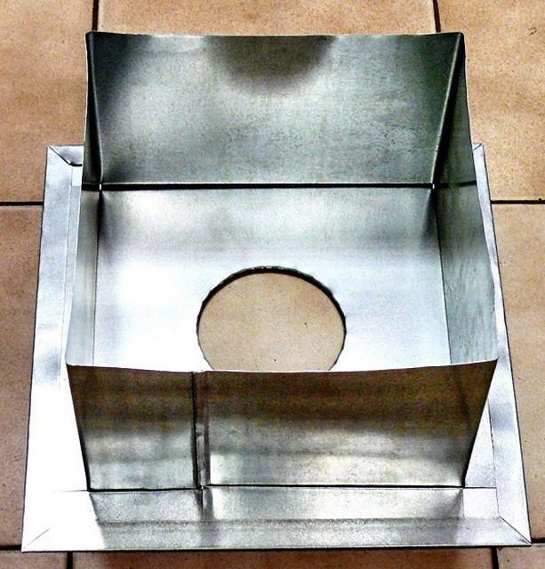 Металлический короб для прохода трубы через перекрытие