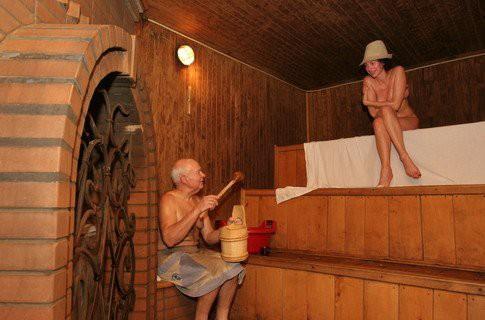 Баня показана и в период менопаузы