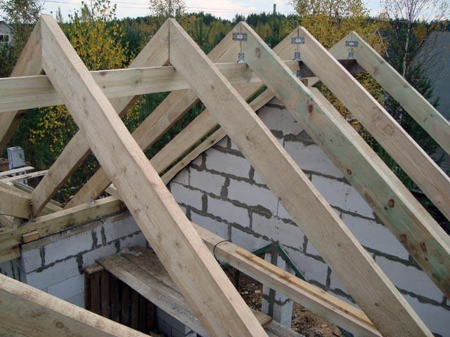 Возведение крыши бани
