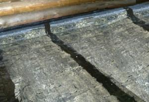 Все швы гидроизоляции надежно промазываются для герметизации
