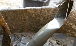 Готовится бетонная смесь