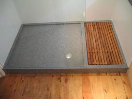 Душевой поддон из камня в бане