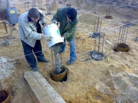 Заливка бетона в армированные основания