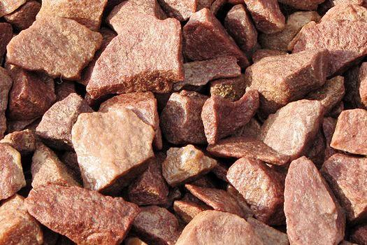 Малиновый кварцит имеет благородный пурпурный цвет