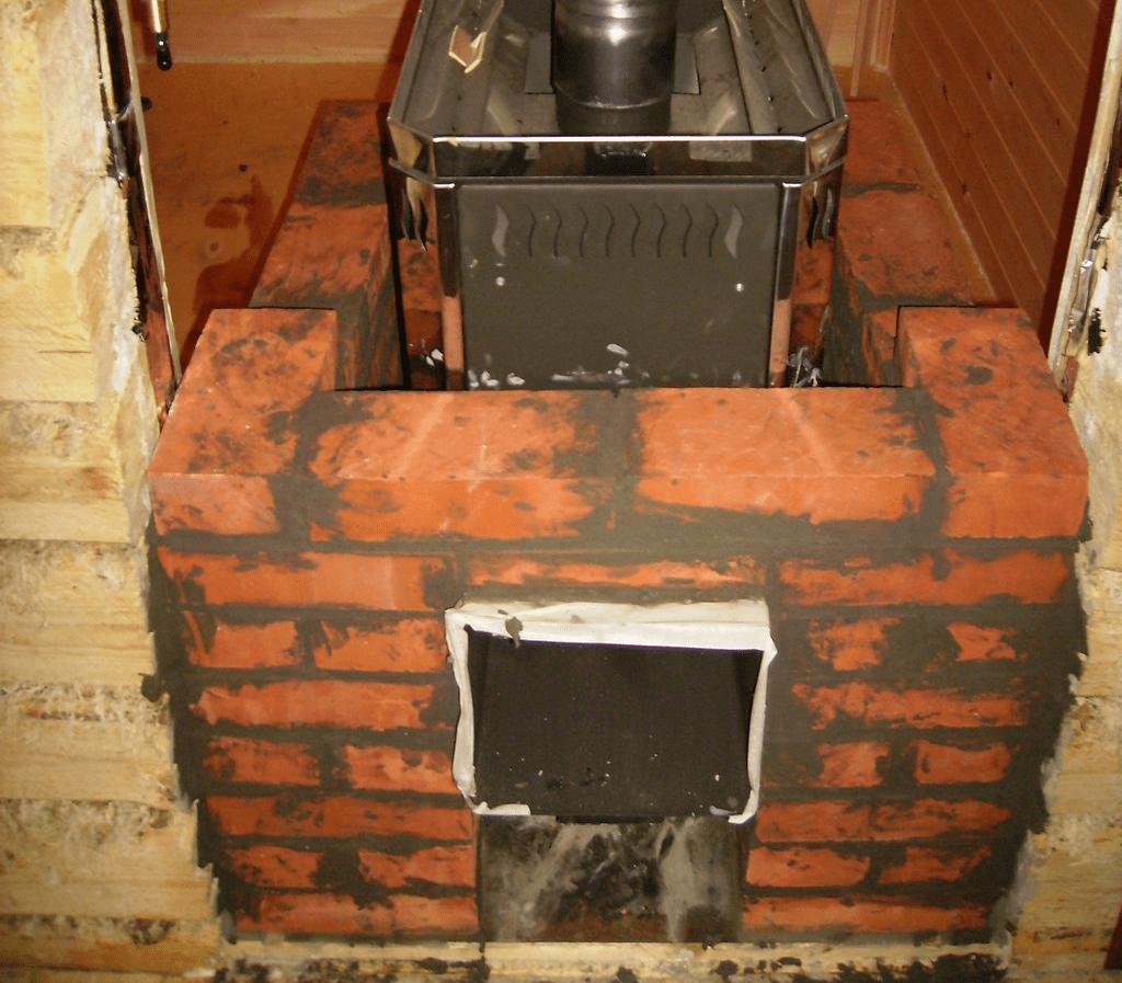Металлическую печь можно обложить кирпичом