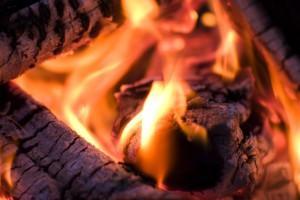 Обратите внимание на цвет пламени