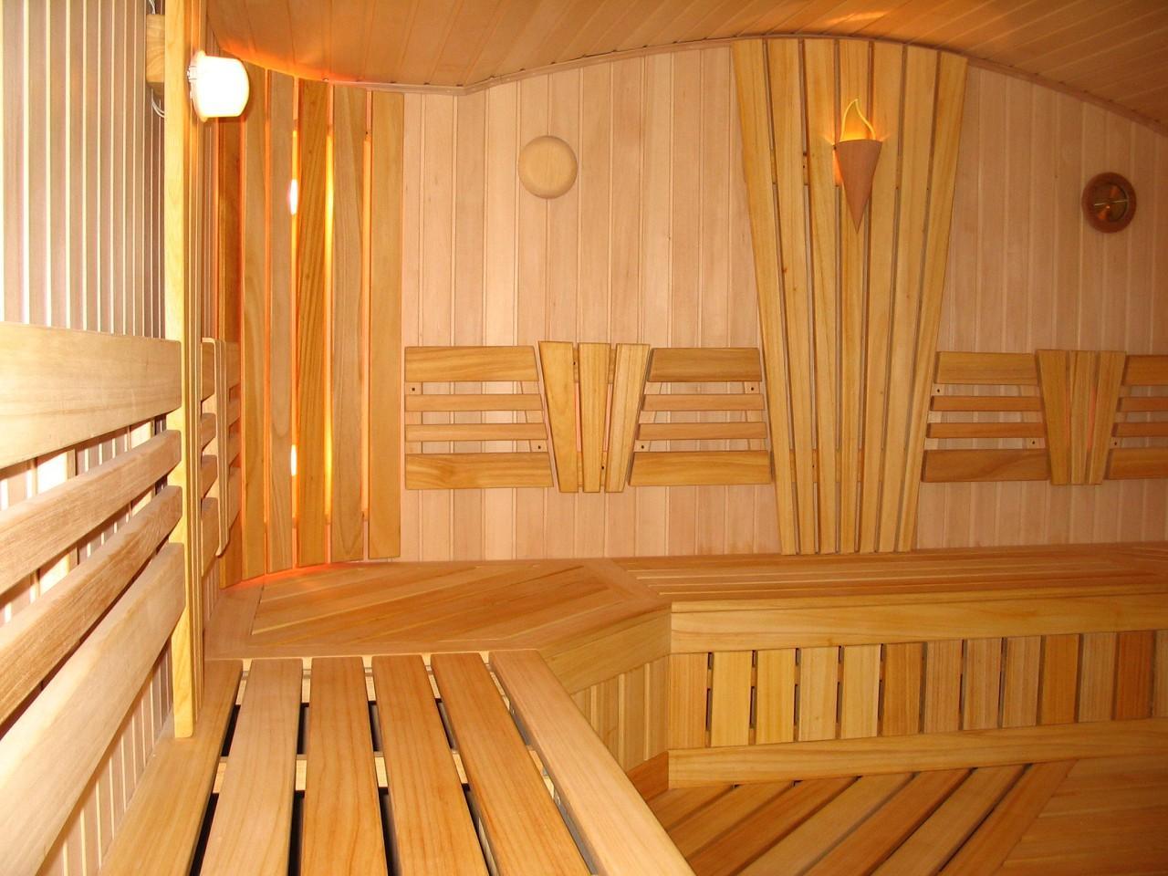 Как правильно обрабатывать древесину в помещении бани