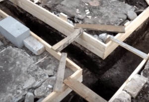 Опалубка для ленточного фундамента
