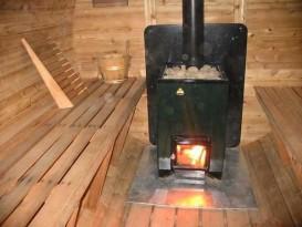Печь установлена на листе железа
