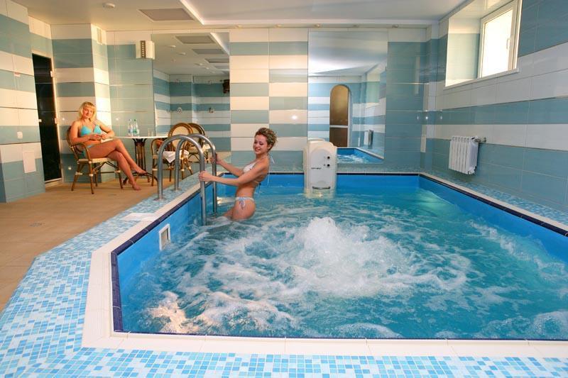 После парной окунитесь в бассейн