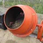 Приготавливается бетонная смесь