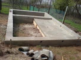 Пример обустраиваемого ленточного фундамента для бани