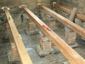 Пример правильной установки лаг на столбики