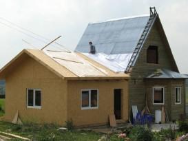 Пример пристройки с двускатной крышей