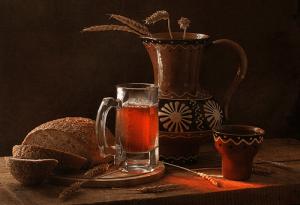 Ржаной хлебный русский квас - идеальный напиток после сауны и бани