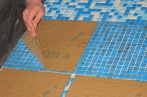 Удалние бумаги после схватывания клея