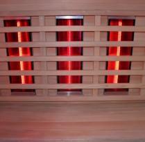 В инфракрасной сауне используются ножные, тыловые и угловые высокотемпературные инфракрасные нагреватели, которые размещаются по всей кабине