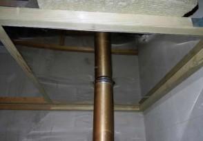 Отступка от незащищенной стальной печной трубы при проходе потолка должна быть не менее 50 см