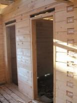Установка дверной коробки в сруб