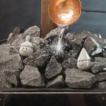 Не лейте слишком много воды на раскаленные камни