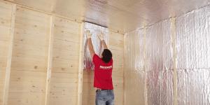 Для внутренних стен можно использовать утеплитель толщиной 50 мм. Для наружных пододйет плита 100 мм или возможна укладка плит толщиной 50 мм в два слоя