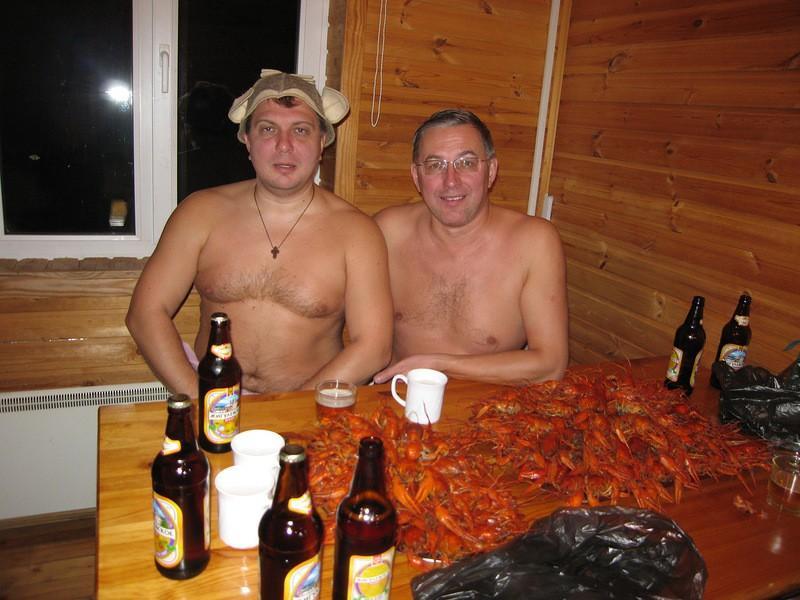 Алкоголь в бане сильно увеличивает давление. Это опасно для здоровья и даже жизни