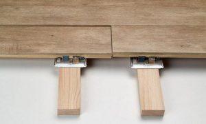 Вагонка фиксируется на деревянных рейках
