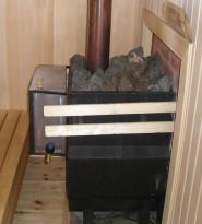 Каменка. Топочная дверца в соседнем помещении