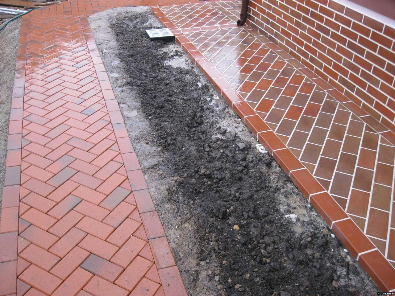 минусы отмостки из тротуарной плитки
