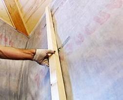Пароизоляция стен Изоспан В укладывается с внутренней стороны утеплителя гладкой стороной к нему