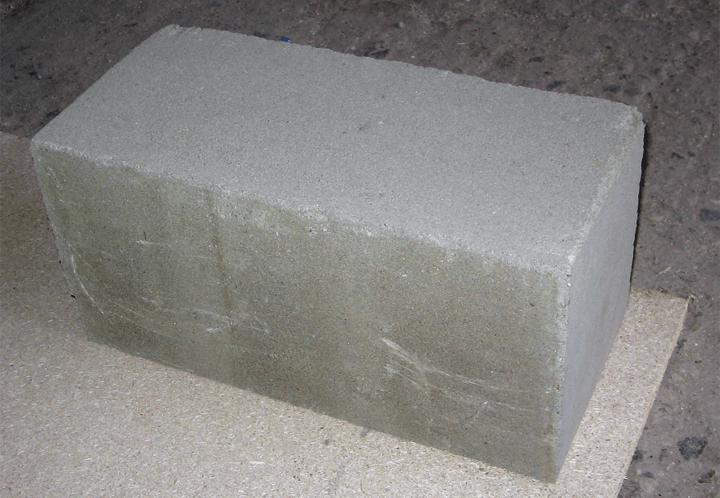 Полнотелый бетонный блок