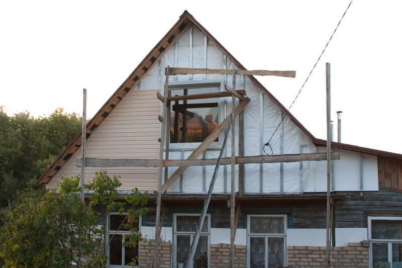 обшивка сайдингом фронтона деревянного дома