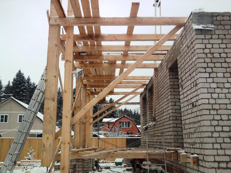 Пример строительства веранды - столб из бруса