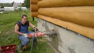 Продухи в цоколе деревянного дома (высверливание, если продух не был смонтирован в момент монтажа опалубки)