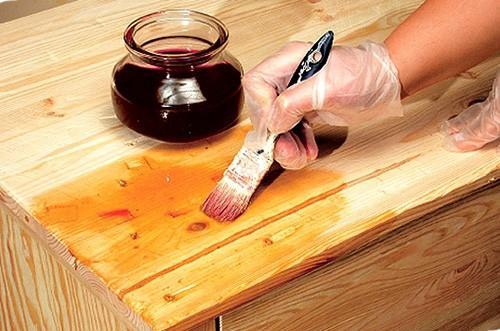 Пропитка призвана защитить древесину от гниения