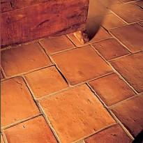 Терракотовая плитка на полу