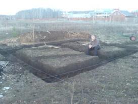 Траншея под фундамент бани
