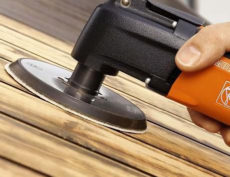 Шлифовка деревянных досок наждачкой