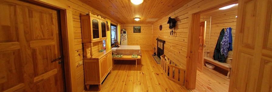 Стены из массива древесины пропускают через себя воздушные массы, забирают излишки влаги из воздуха, а при недостаточной влажности увлажняют воздух