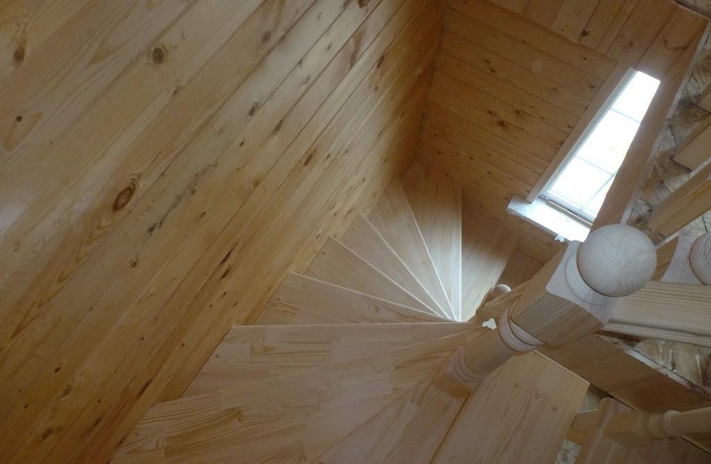 Винтовая лестница в бане. Можно установить очень быстро